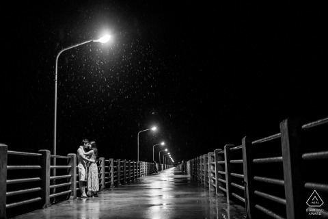 Zhejiang Engagement Photography session under streetlamps in the rain on a pier