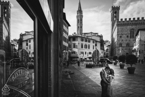 Engagement Photography in Perugia with a couple in black and white