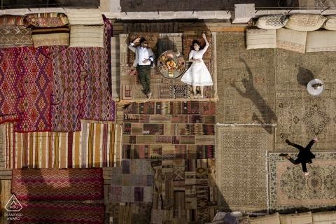 engagement cappadoce au-dessus de la tête | photographie au costume de caverne de sultan