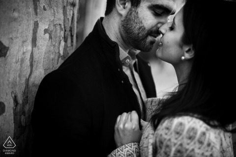 Spain intimate black and white pre-wedding engagement pictures | Madrid couple photography session
