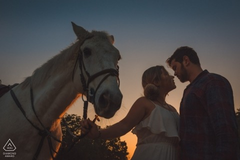 Brazil engagement pictures of a couple at dusk with a horse | Rio de Janeiro photographer pre-wedding shoot