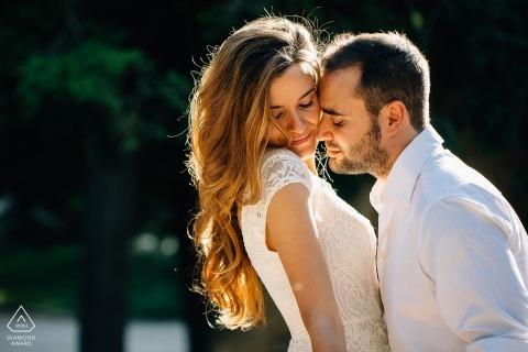 Spanien Vorhochzeit Verlobungsphotographie in der Sonne am Park - Madrid-Fotografen