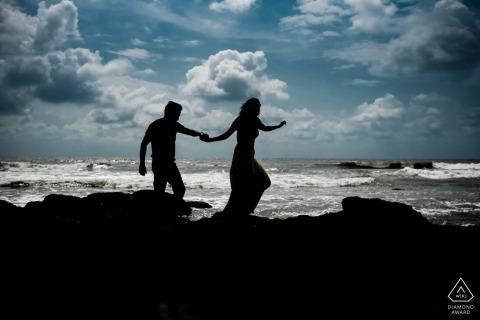 Photoshoot pre-matrimonio sulla spiaggia | Fotografia dei monsoni