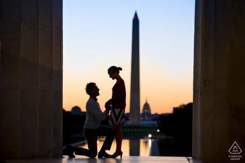 Washington zaręczyny zdjęcia pary z Washington Monument | Fotograf we Francji przed sesją ślubną