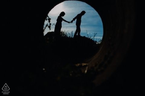 Brazil engagement shoot with a couple silhouetted in pipe tunnel | Bento Gonçalves photographer pre-wedding session