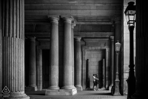 Pillar engagement shoot with a couple   Paris photographer pre-wedding session