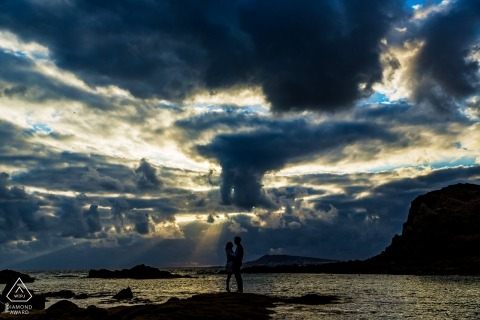Sunset wedding photographer engagement shoot at the sea | Haute-Garonne pre-wedding pictures