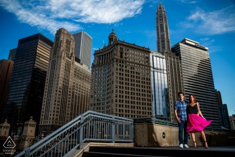 IL pre-wedding engagement pictures of a couple in the windy city    Chicago portrait shoot