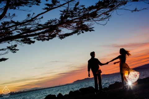 CA-Strandhochzeitsphotograph-Verlobungsporträt eines Paares bei Sonnenuntergang | Bilder von San Jose vor der Hochzeit