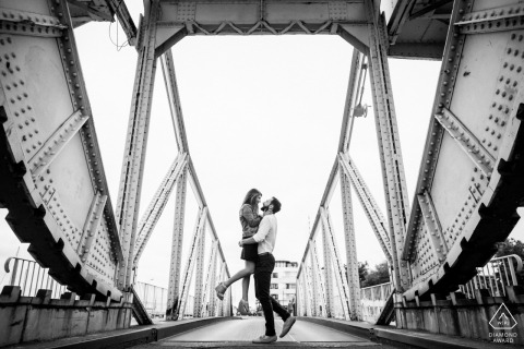 Engagement Portrait Session op Lift Bridge, de Gabut | La Rochelle - Florent Fauqueux Huwelijksfotograaf Nouvelle Aquitaine, FRANCE