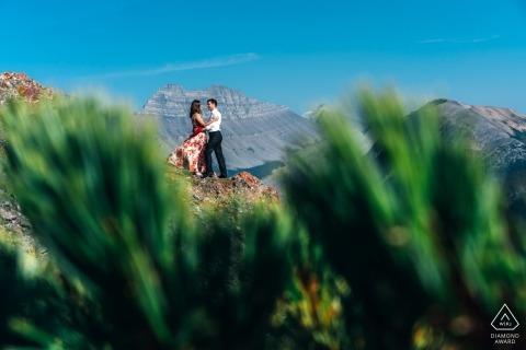 Kanada verlobungsfotos von ein paar in den bergen | Alberta-Fotografen vor der Hochzeit Porträt-Sitzung