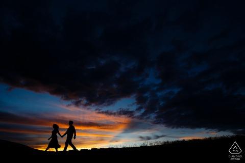 Rocky Mountain-Sonnenuntergang-Verlobungsportrait auf Loveland Pass