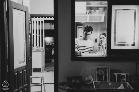室内婚礼前订婚图片| 巴西肖像拍摄
