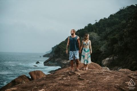 巴西前婚禮肖像攝影會議與一對夫婦在海灘| 米納斯吉拉斯州攝影