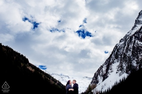 Hessen Germany Engagement Photograph under clouds przez Steven Herrschaft