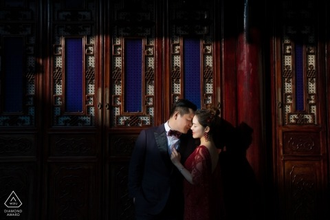 Indoor portrait of engaged couple by Mango Gu, of Hangzhou City