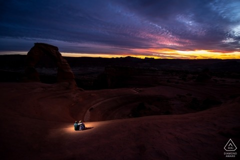 Parc national des Arches Engagement Photos | Photographe de mariage de destination