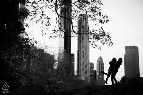 Verlobungsporträtaufnahme in Central Park, NYC - Hochzeitsfotografie