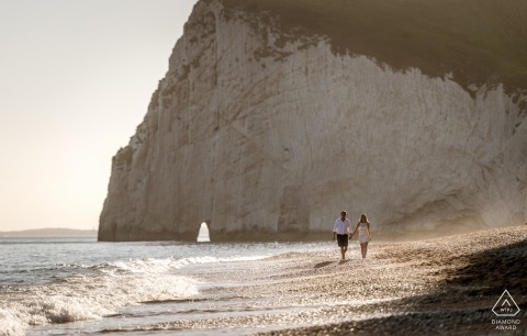 Dorset destination wedding photographer | England engagement session photography at the ocean with cliffs