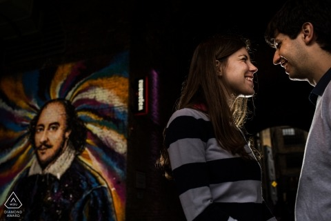 Couple with art and paintings by Madrid Engagement Photographer