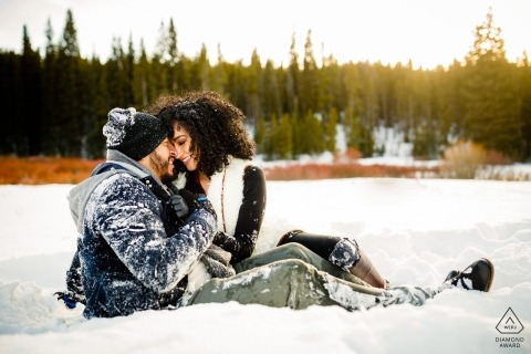 Winter Colorado Engagement Photography nella neve