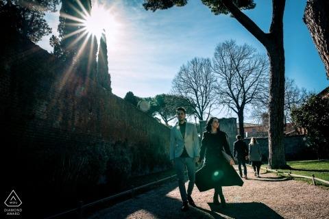 Popołudnie w Rzymie | Sesja portretowa pary spaceru w słońcu