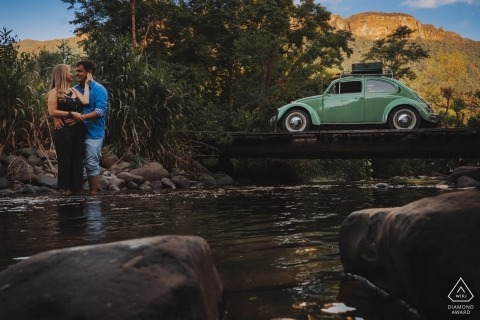 Santa Catarina pictures of a couple with a VW bug beetle by a top Brazil wedding engagement photographer