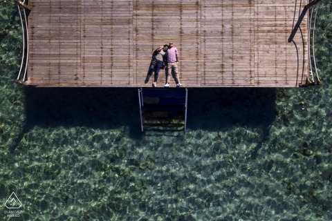 Séance de photographie avant le mariage à Izmir sur la jetée de Cesme