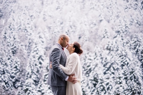 Pyrenées - Couple Kissing in a snow forest - Engagement Photographer