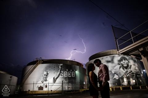 Baltimore, Maryland Engagement Porträt eines Paares | Blitzabstürze