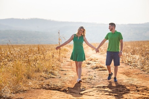Goias Engagement Photography of couple walking in sunny fields