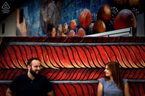 Farbe zwischen ihnen. | Valladolid Verlobungsfoto in Rot