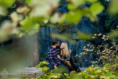 翡翠灣,太浩湖訂婚畫像| 通過葉子| 熱戀中的情侶
