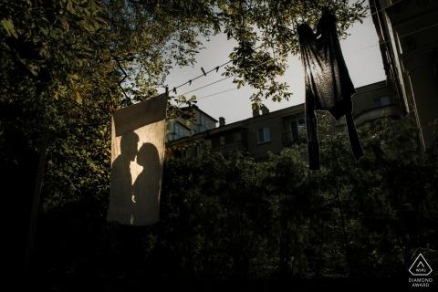 Ombre d'amour sur la corde à linge - Mersin Engagement Photo