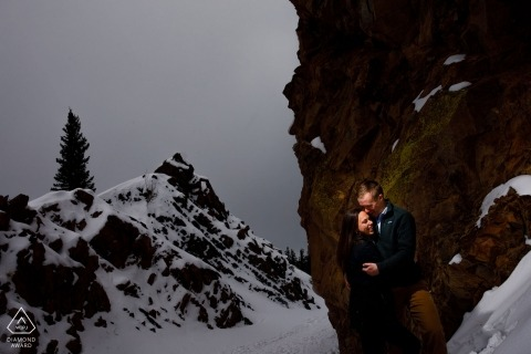 Stojąc pośrodku dwóch skał wychodzących na przełęcz Borea za ich zimowe zajęcia w CO
