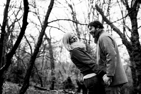 Hampstead Heath engagement shoot in the trees - Betrokkenheidsfotograaf