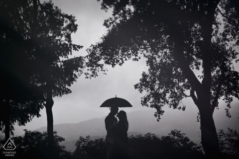 Silhouette Portrait Engagement Session - Frosinone Engagement Photo with Couple, Umbrella, Trees and a View