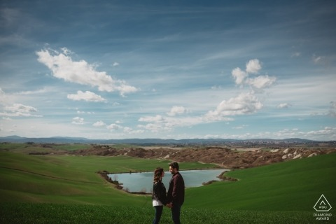 Photographie Engagament en Toscane - Green Fields Forever