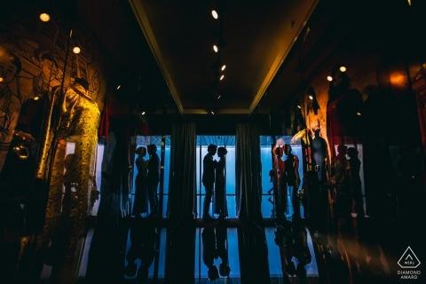 Lovers 'Reflection - Engagement Photos avec des reflets