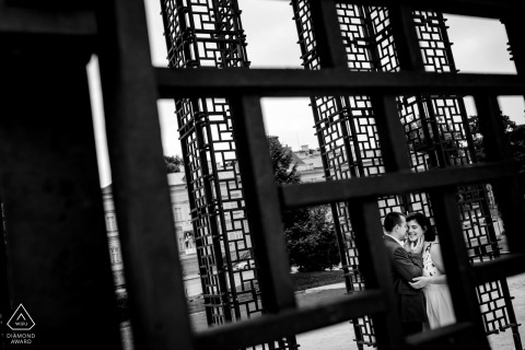 Sofia, Bulgarie portrait géo métrique d'un couple nouvellement fiancé avant leur mariage