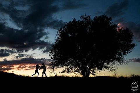 Alternatieve pre-huwelijkssessie bij zonsondergang - Laguna de Duero pre-wedding portretten