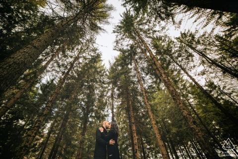 Séance de fiançailles dans les arbres / bois - Photographie de fiançailles Frosinone