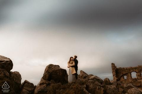 Arthur's Seat, ritratti pre-matrimonio di Edimburgo - posa per foto Tra le rovine.
