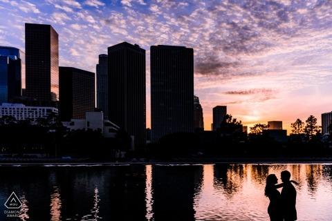 Séance d'engagement sur l'eau et l'électricité à Los Angeles | portraits de silhouette avant le mariage