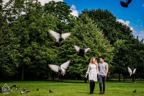 London, UK Park engagement Photo shoot - Waarom verschijnen vogels plotseling, elke keer ben je in de buurt?