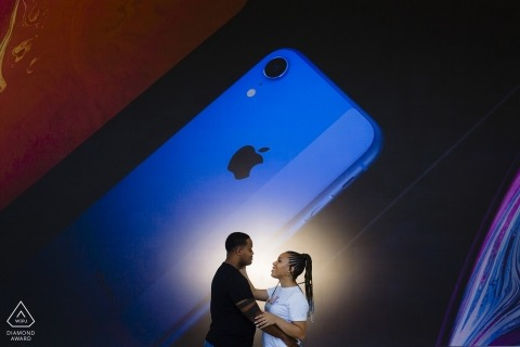 Sessione di ritratto quadrato di Apple Store Union - California Engagement Photographer