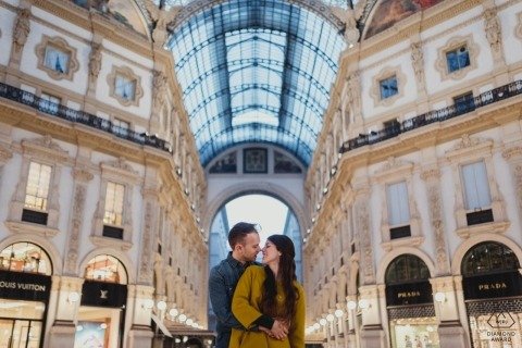 Sessione di ritrovo alla Galleria Umberto a Milano