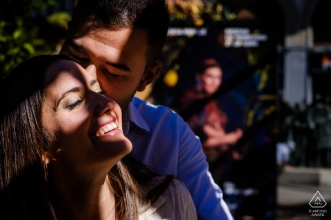 Engagement portrait in murcia | Photos at the market in sunlight