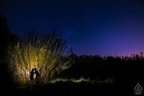 Siracusa verlichtte fotosessie 's nachts | engagement liefdesfotografie in Sicilië
