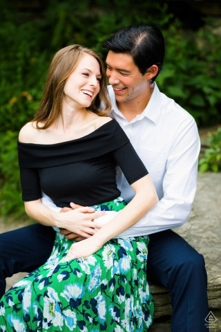 Chicago, IL-verlovingsessie in het park - portretfotograaf van voor het huwelijk